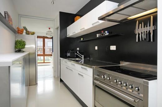 zwarte keukenwand