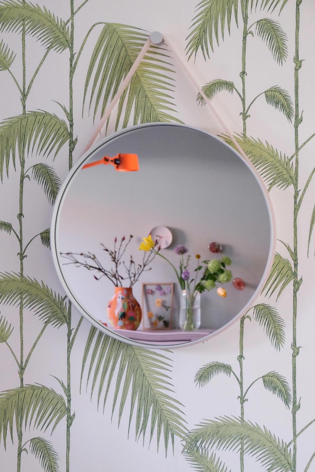Spiegel in het voorjaarshuis van PRCHTG