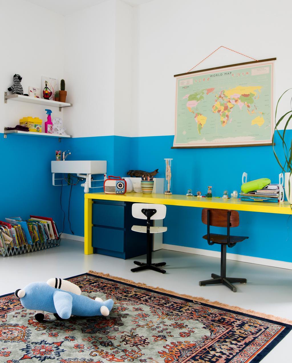 vtwonen binnenkijken special | binnenkijken in een kleurrijk nieuwbouwhuis in Eindhoven kinderslaapkamer blauw