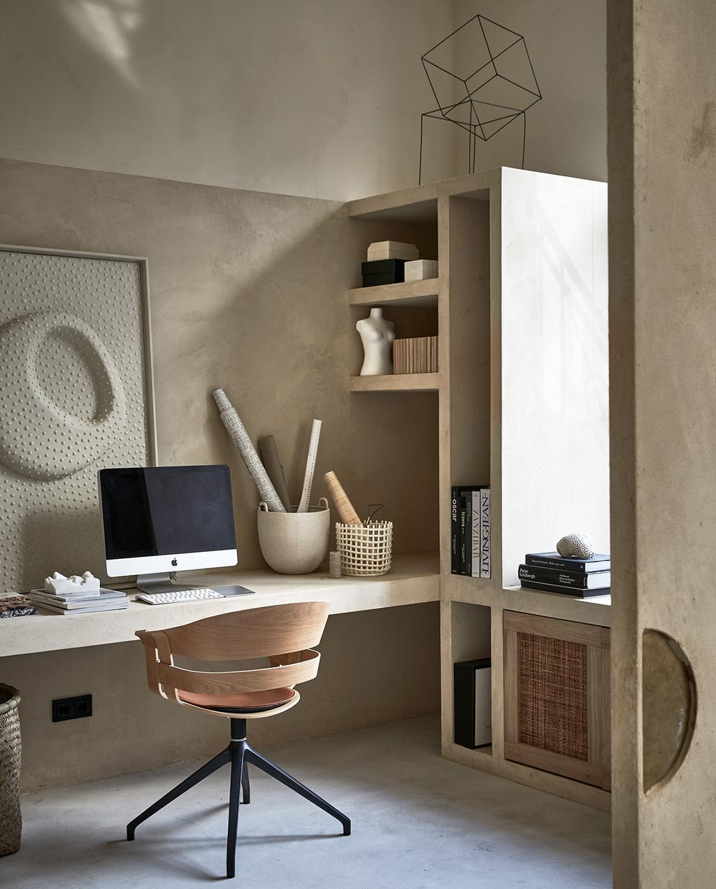 vtwonen 04-2021 | ingebouwde bureau in vakkenkast met thuiswerkplek