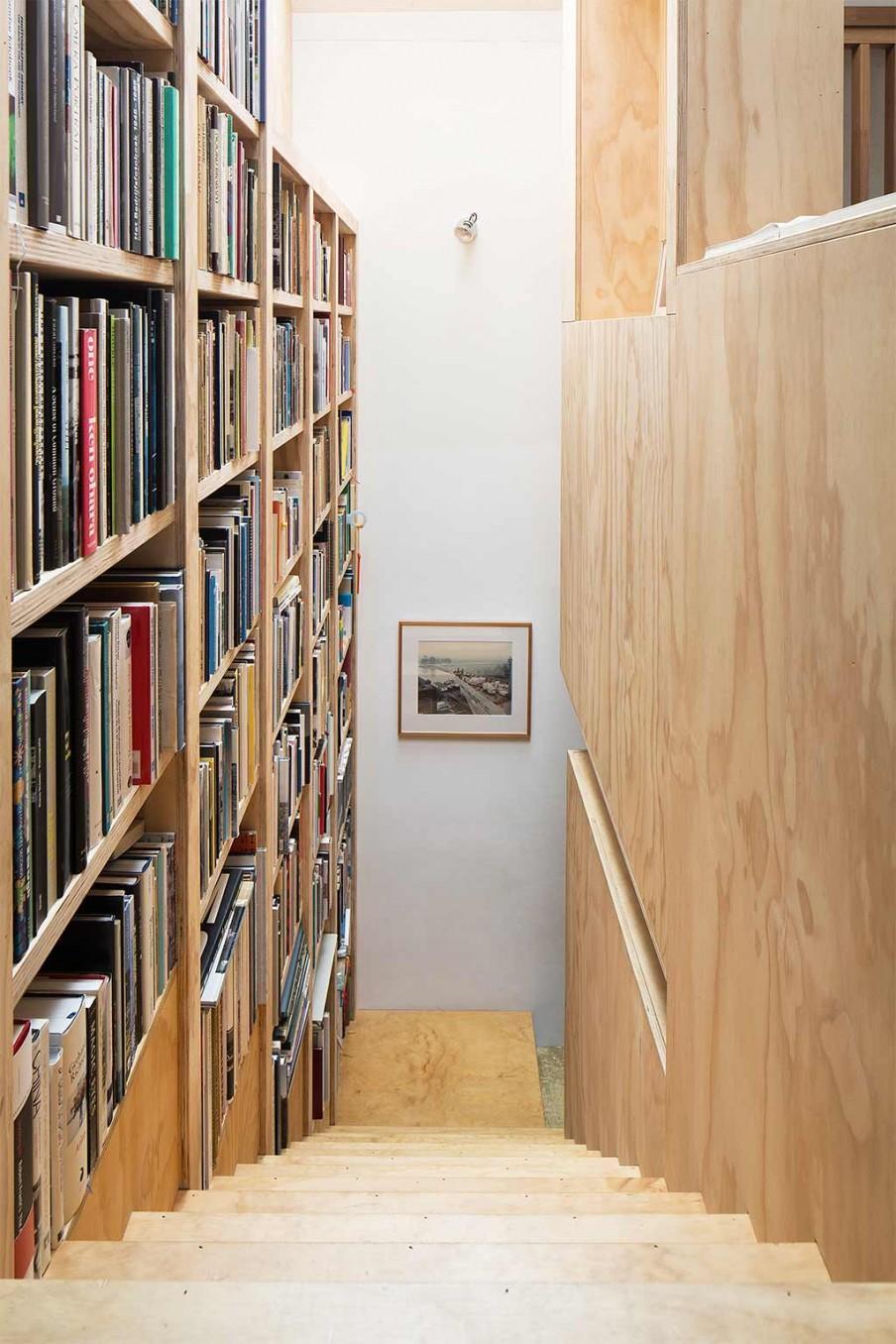 bibliotheque escalier bois