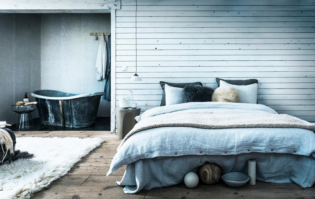 vtwonen 2-2020 | styling warm winter wit slaapkamer en badkamer ijstinten