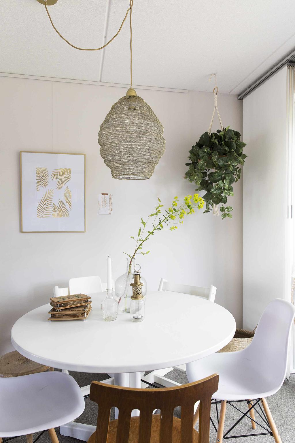 Eethoek wit met hang plant