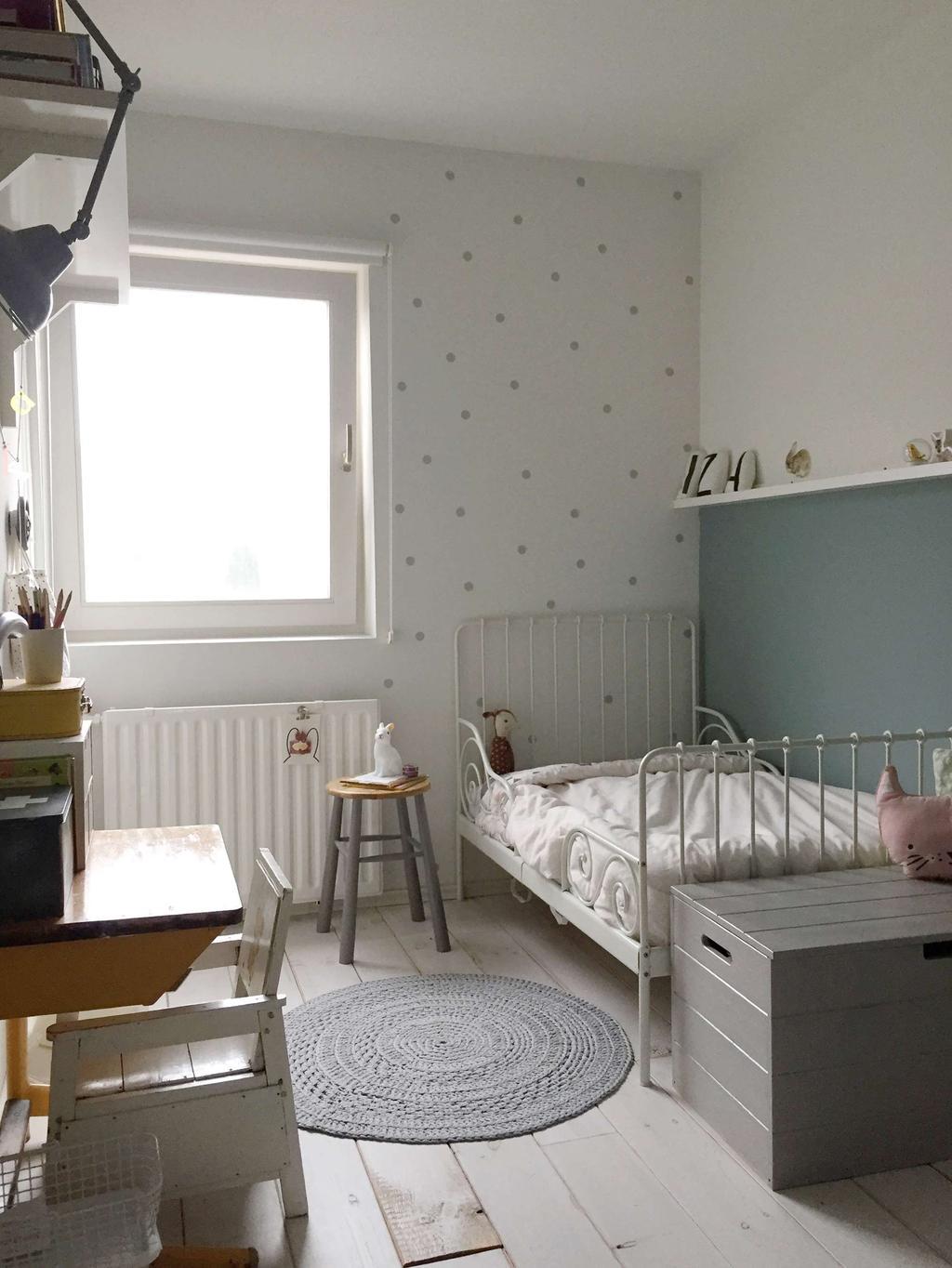 Kinderkamer blauwe wand vloerkleed Seline Steba