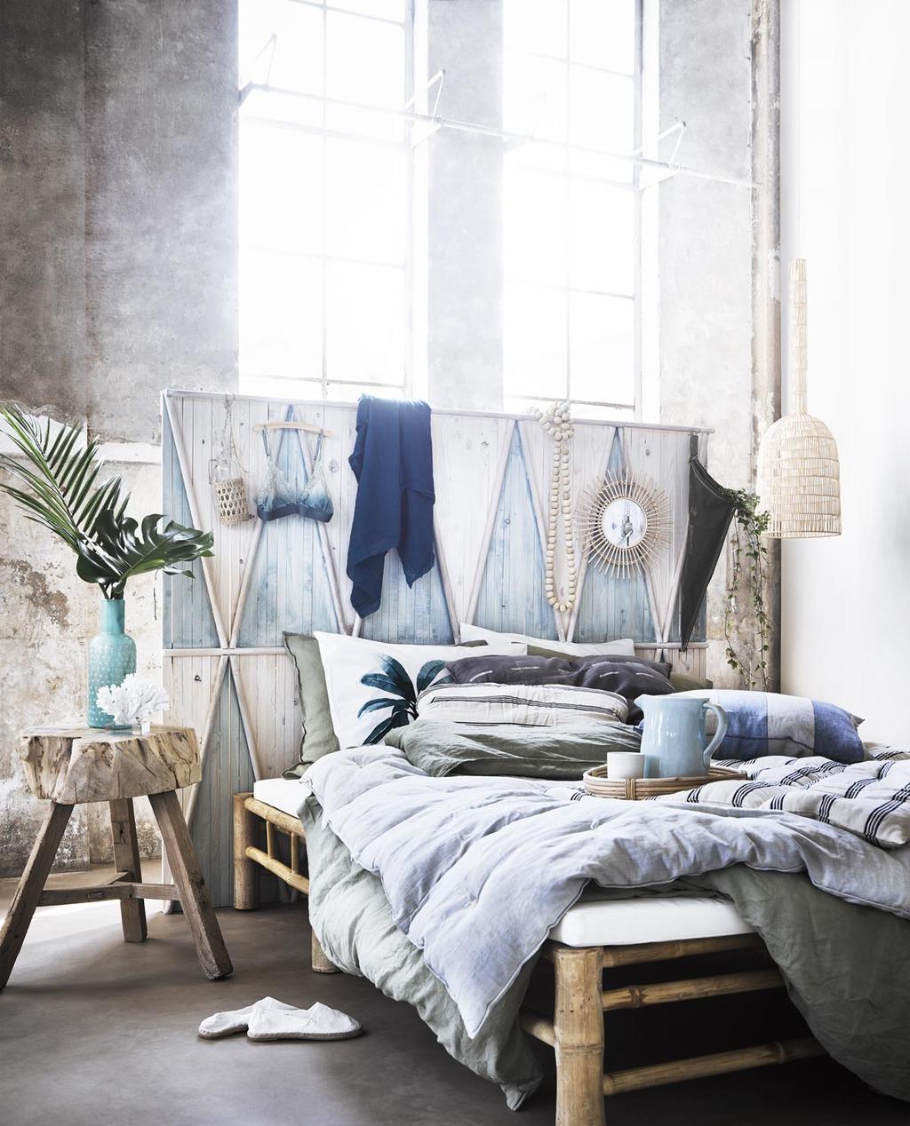 Zomerse slaapkamer met veel laagjes.