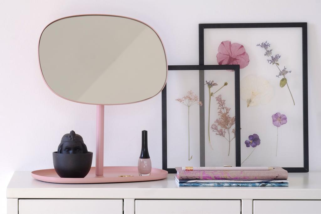 Een roze spiegel op een dessoir door bloggers PRCHTG.