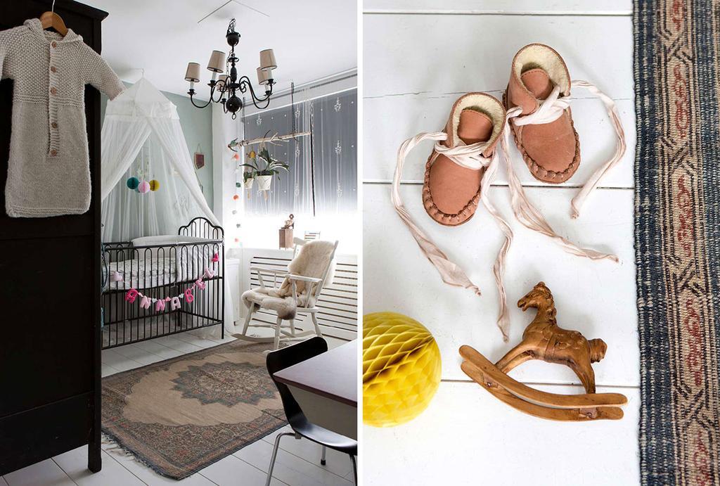 Kinderkamer met een ledikant en een klamboe