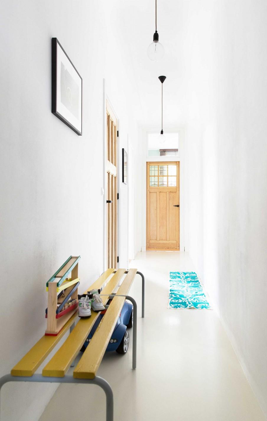 hall d'entree blanc porte bois