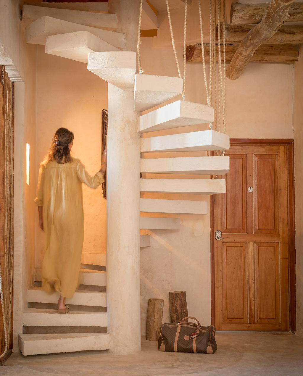 vtwonen casas especiais de verão 07-2021 |  escada em espiral branca