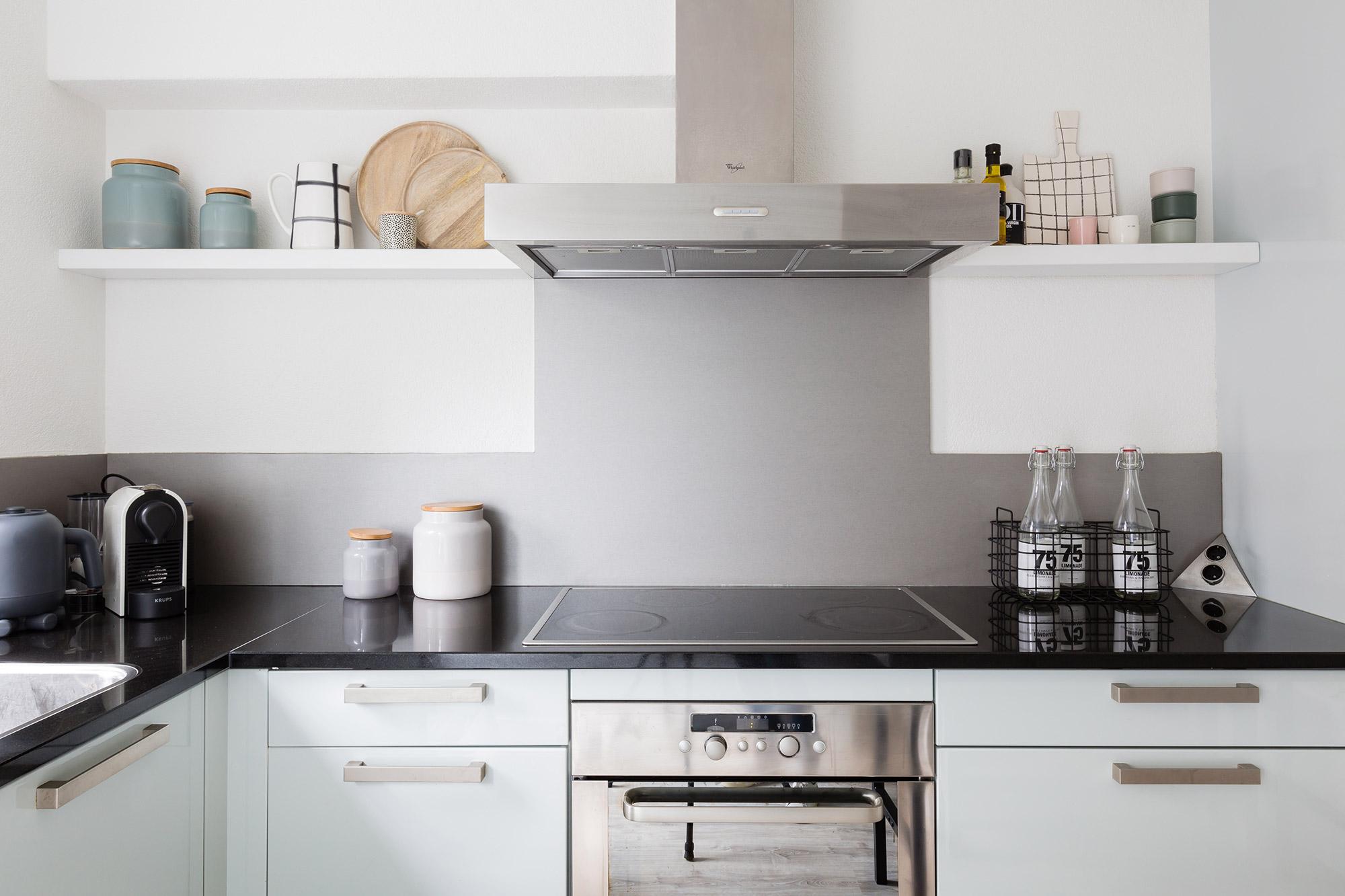 DIY zwevende planken in de keuken