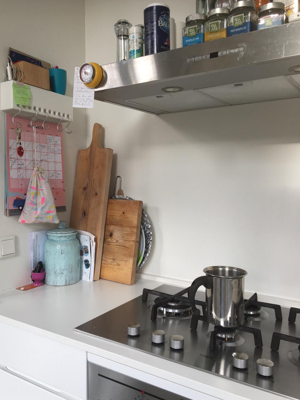 de-keuken-is-klein-dus-het-is-altijd-zoeken-naar-slimme-hoekhes