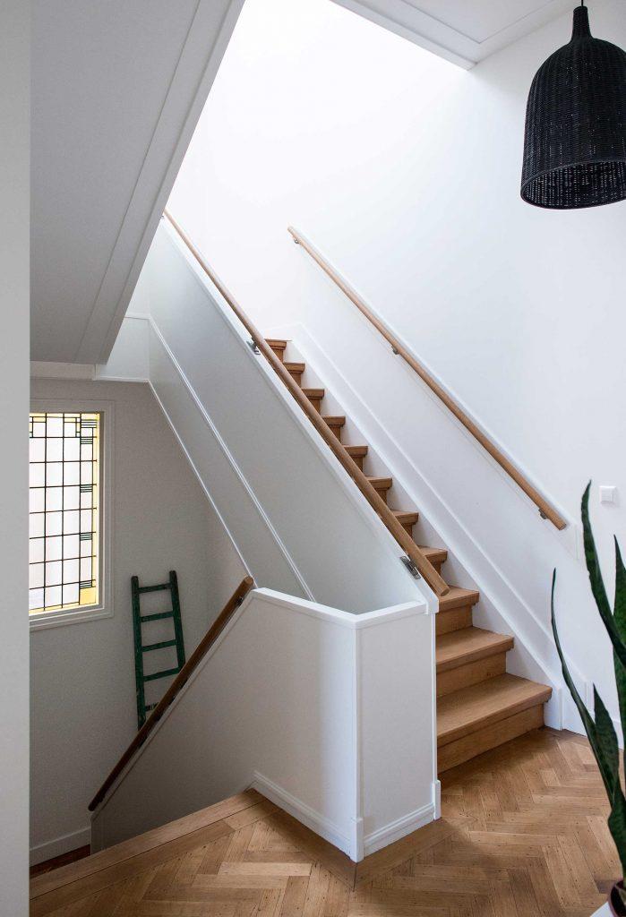 cage d'escalier et vitraux