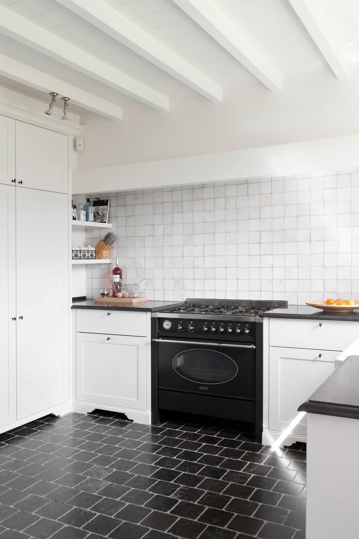 landelijke keuken fornuis zwart wit het atelier