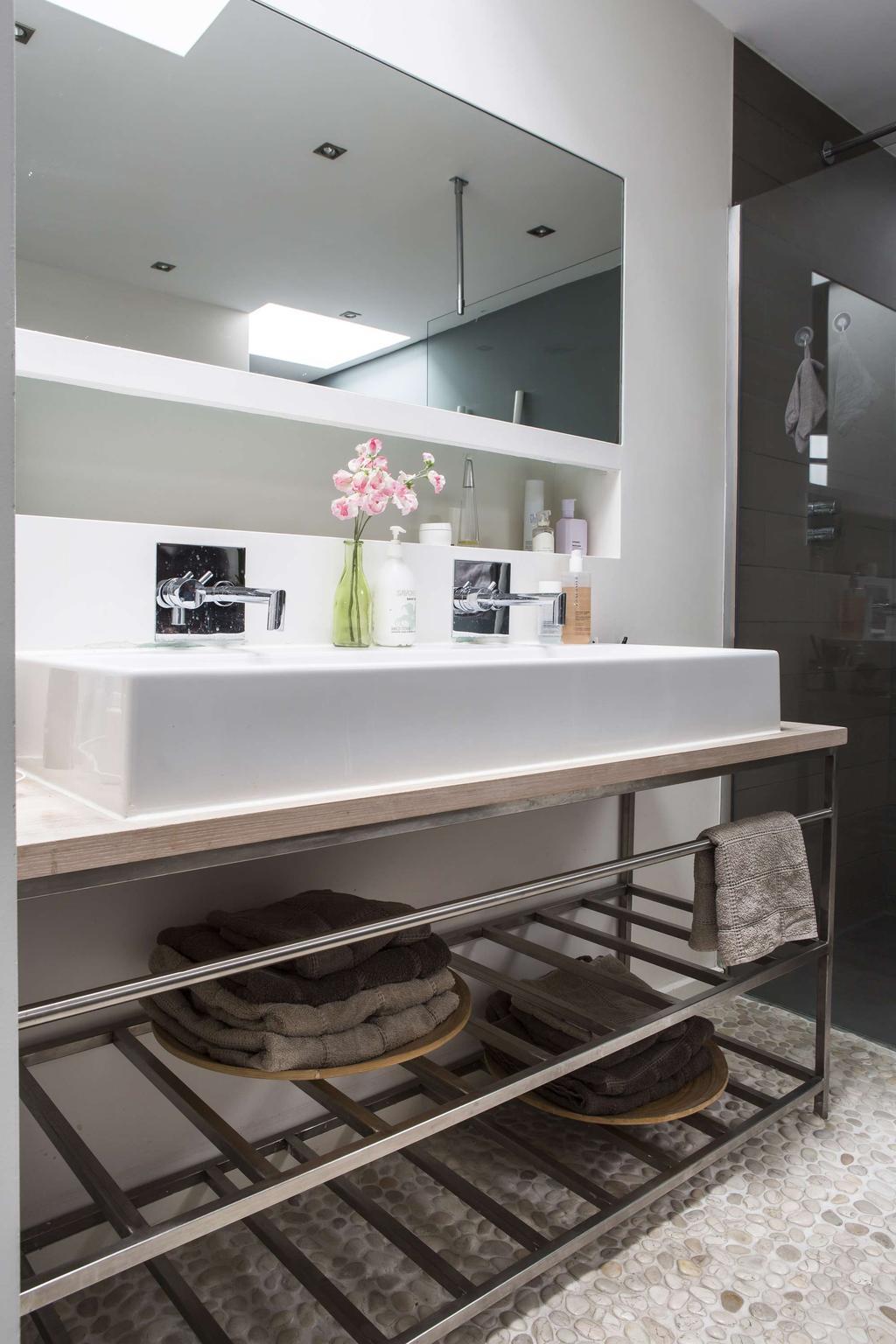 Keuken met witte wasbak