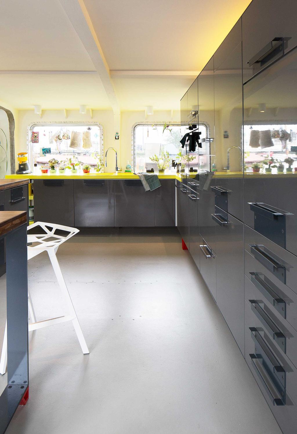 keuken geel en grijs