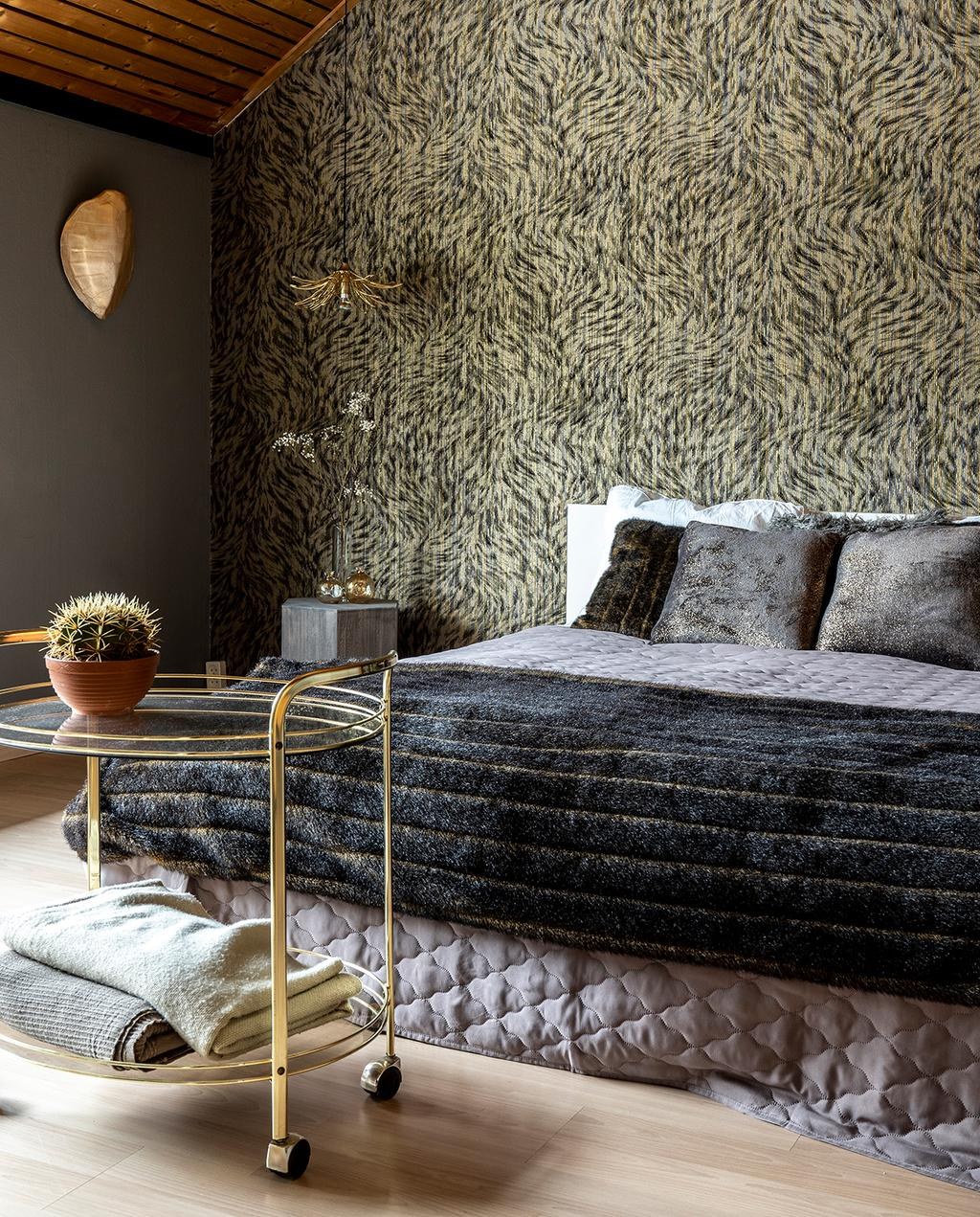 vtwonen 04-2020 | slaapkamer met goede accenten en grijs bedlinnen Mierlo