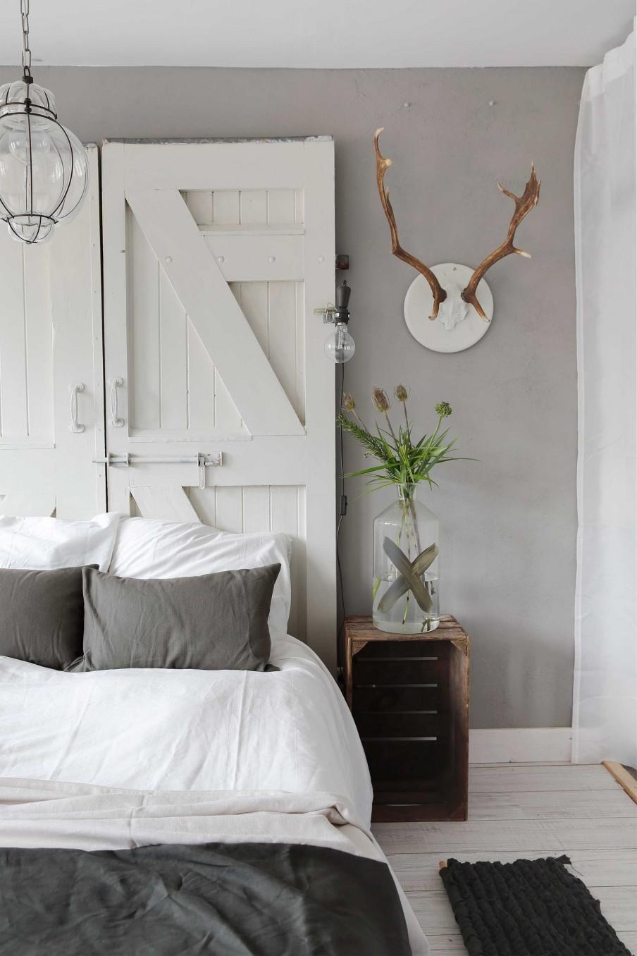 chambre vieilles portes blanches