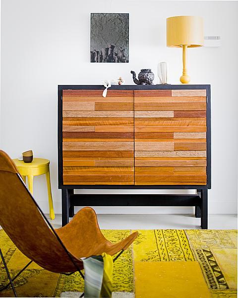 kast hout vlinderstoel karpet geel - dressoir