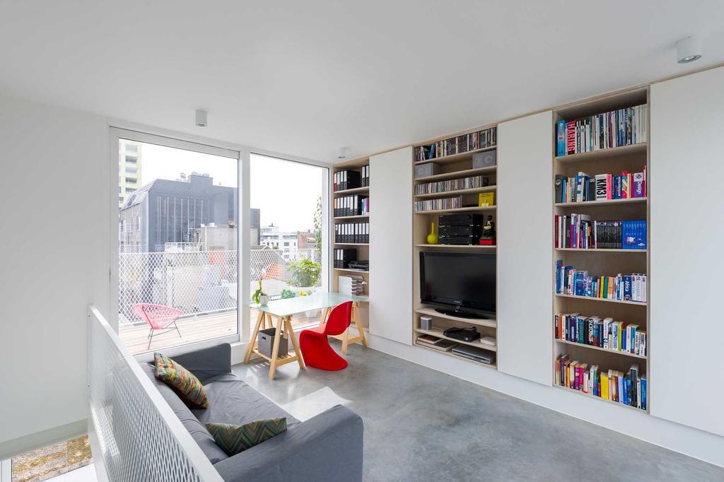 woonkamer boekenkast panton