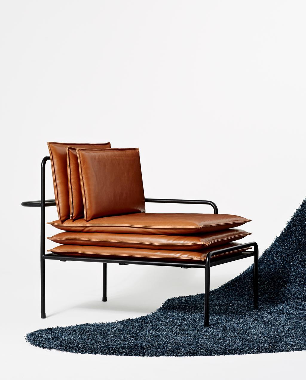 vtwonen | studentdesign | leren fauteuil met gestapelde kussens