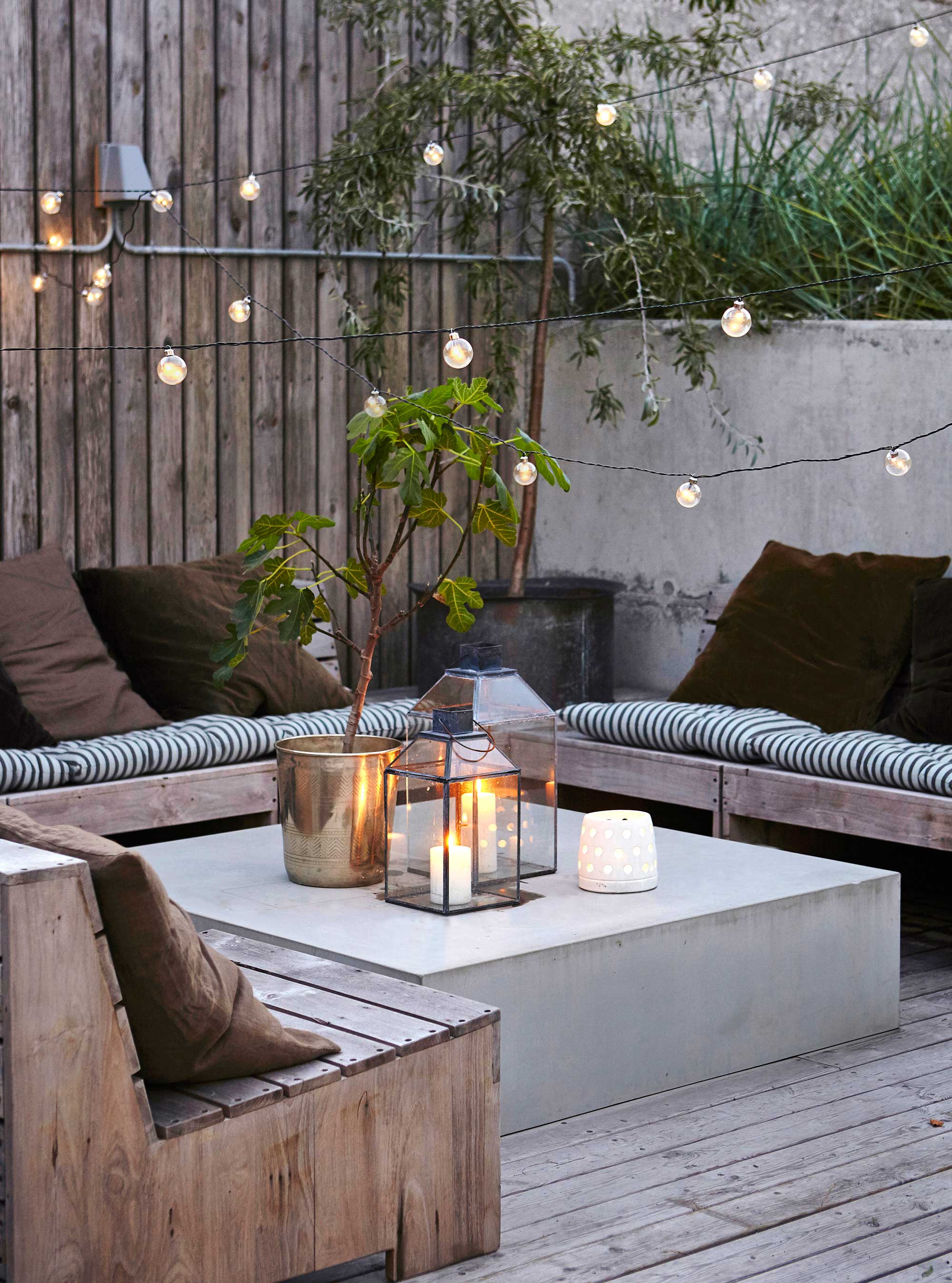 tuin loungehoek sfeerlichten