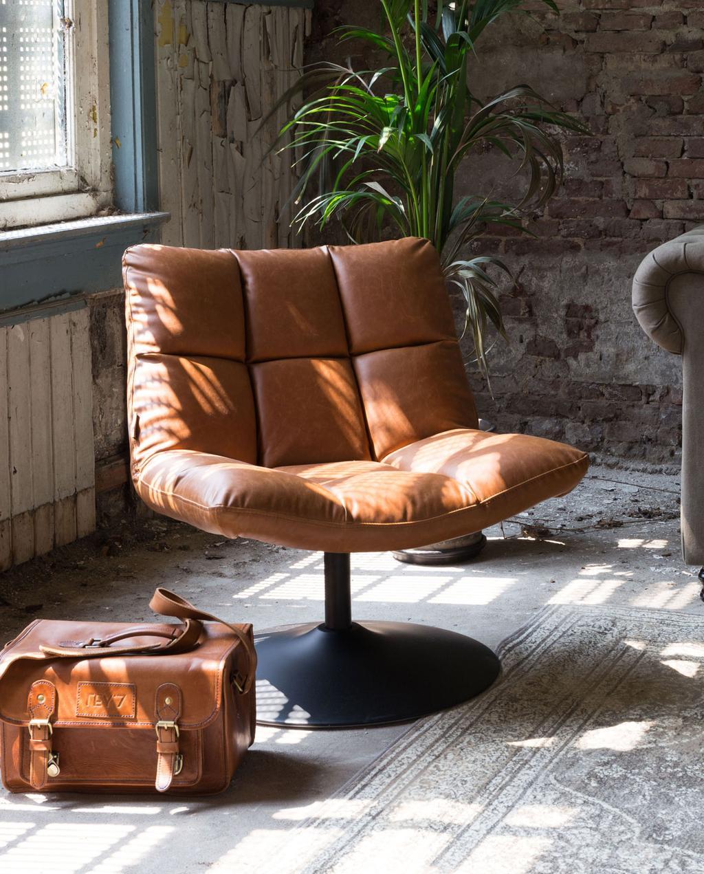 vtwonen feestkalender 2019 | cognackleurige fauteuil
