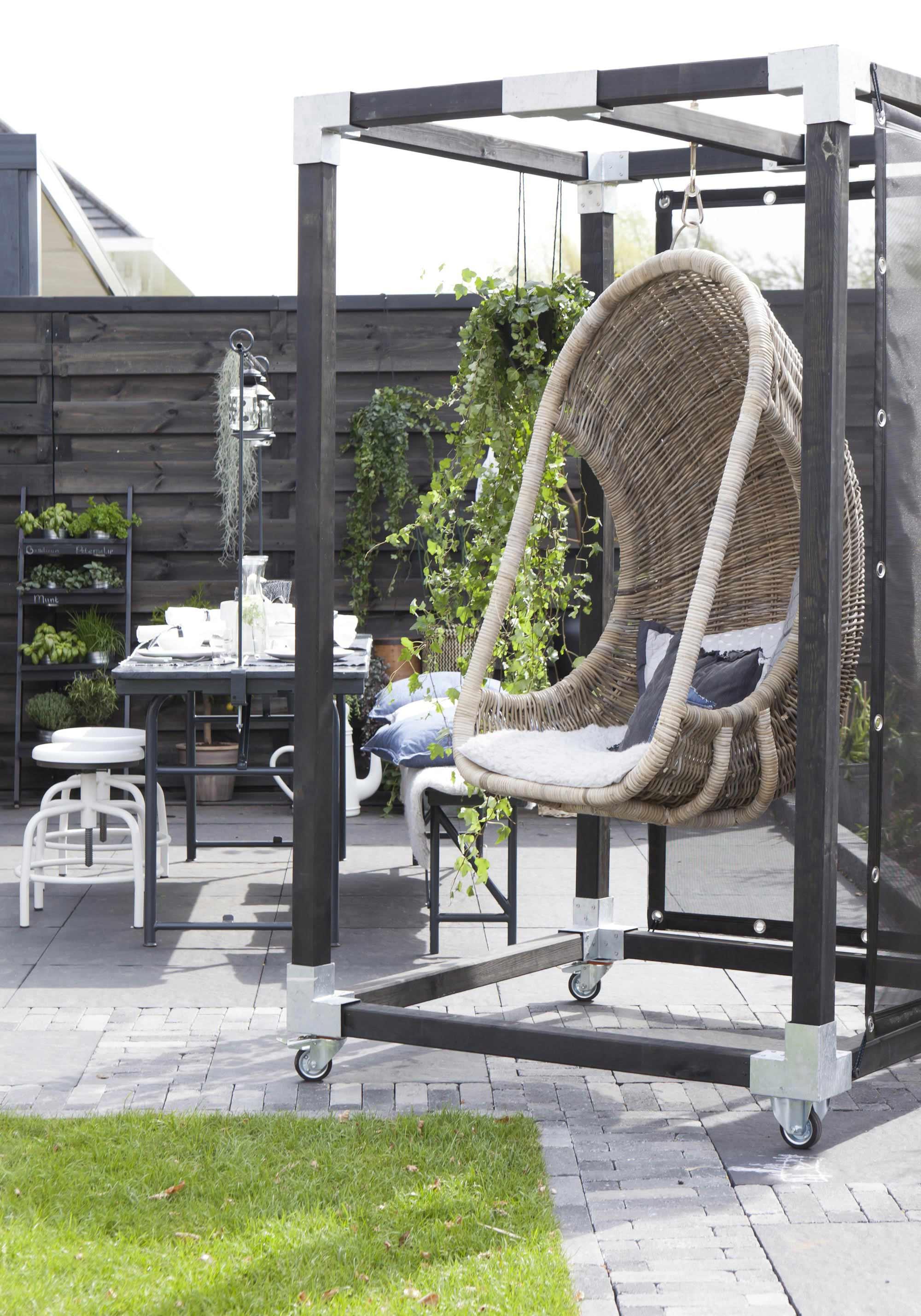 hangstoel buiten tuin terras