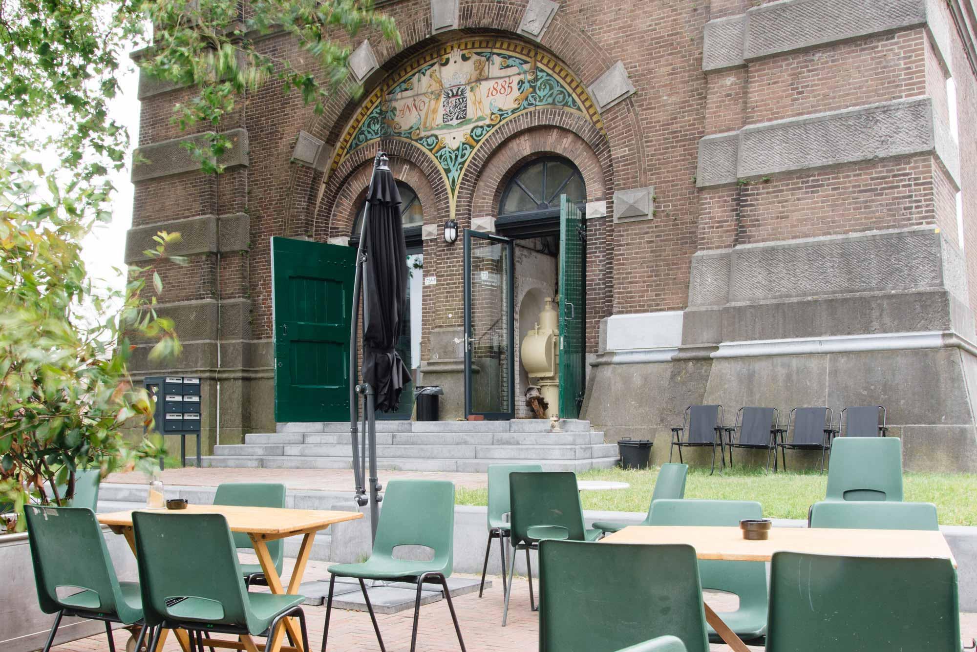 Cafe Herman buiten hotspot
