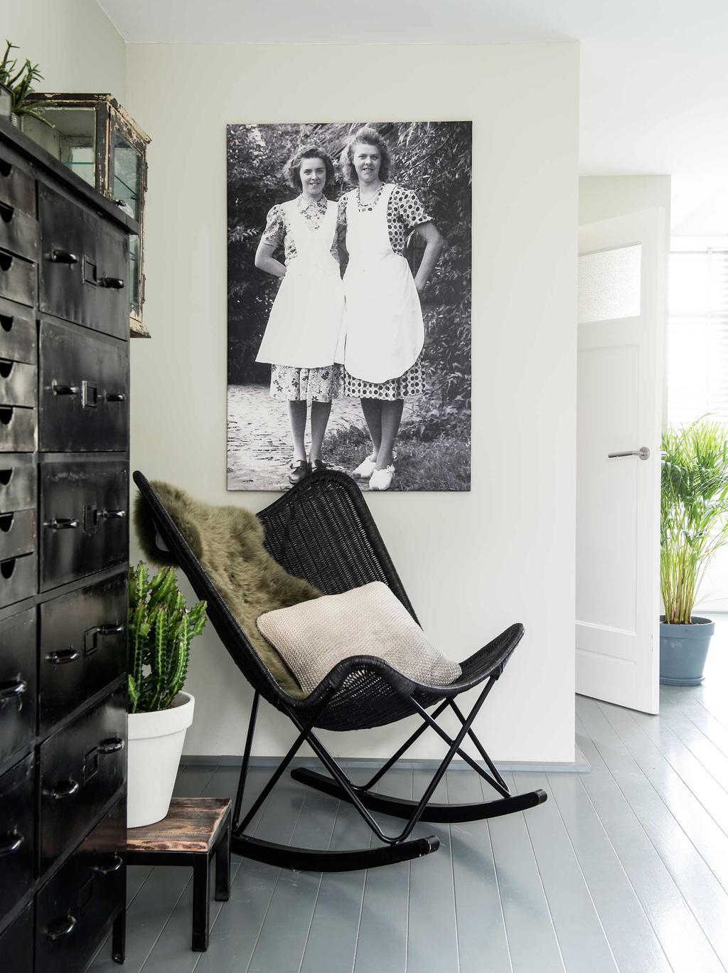 zwarte schommelstoel