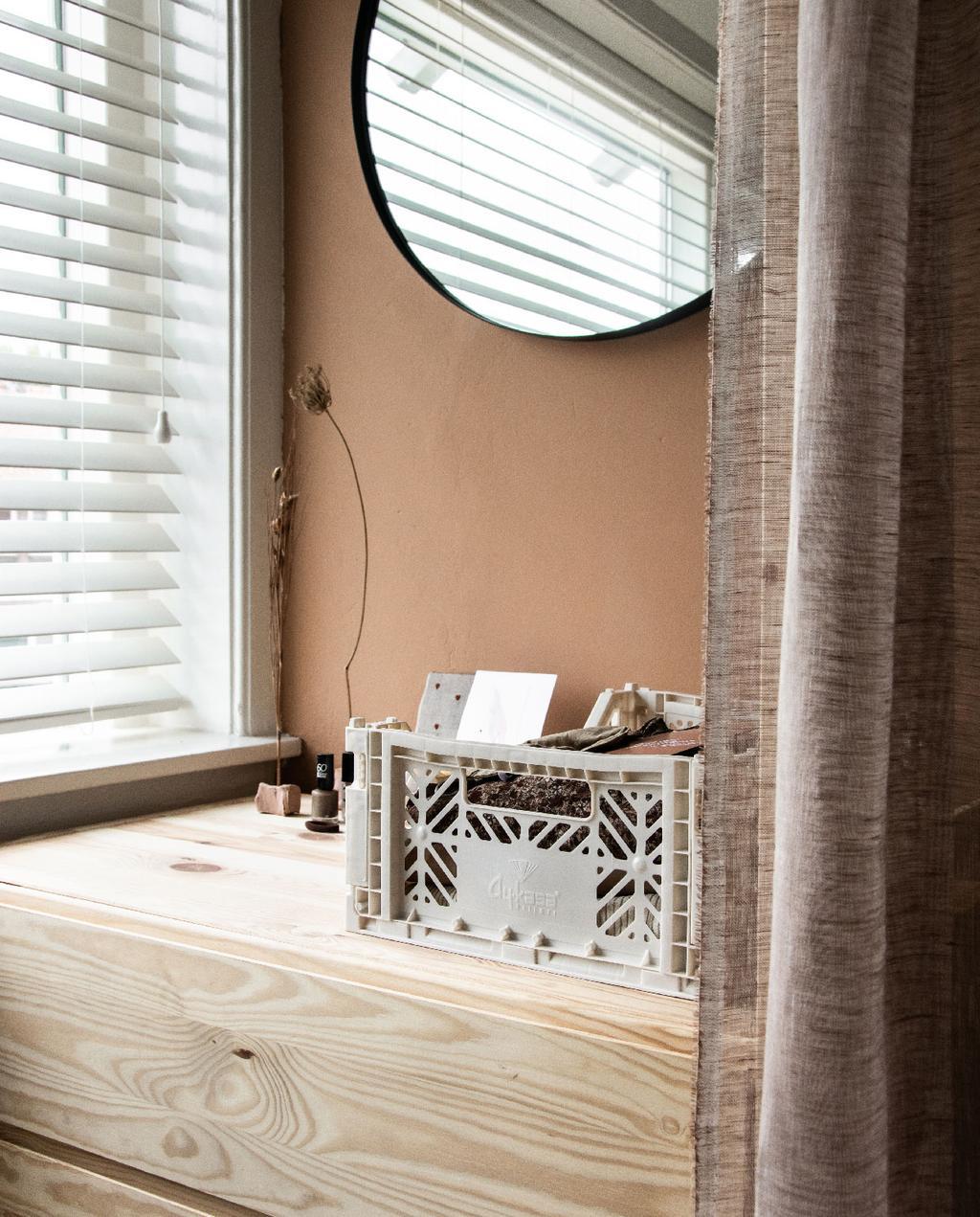 vtwonen blog rachel | open kledingkast ikea ivar diy ronde spiegel