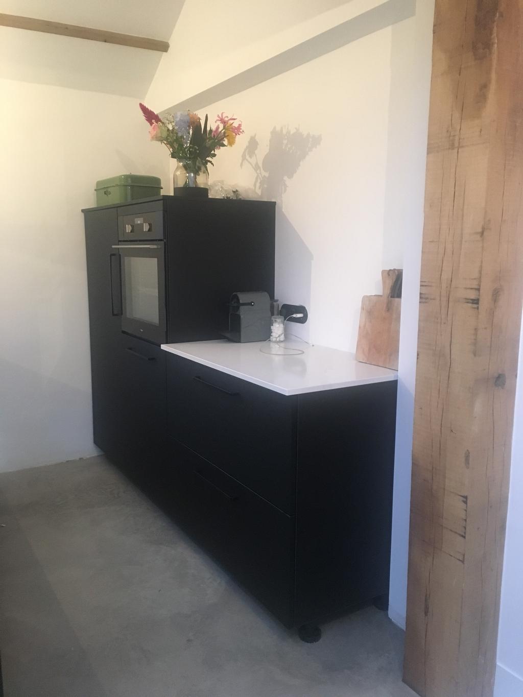 dit-is-onze-nieuwe-keuken-na-anderhalf-jaar-verbouwen-kunnen-we-dan-eindelijk-weer-koken