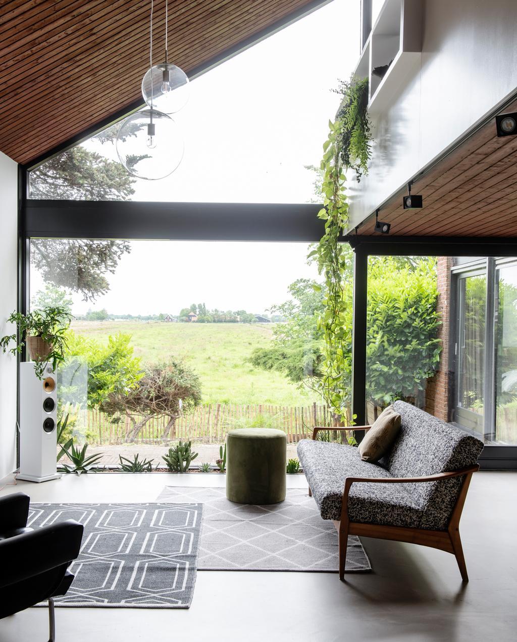 vtwonen 1-2020 | Binnenkijken in een bungalow in Broek in Waterland woonakmer