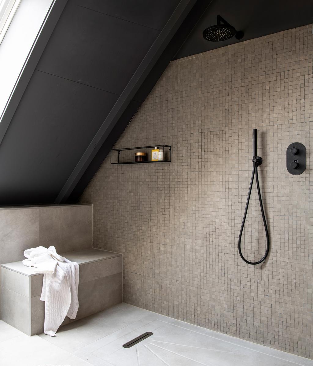 Badkamer verschillende tegels | vtwonen 13-2020
