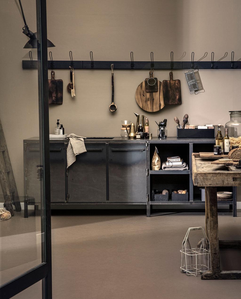 bruine keuken met forbo vloer