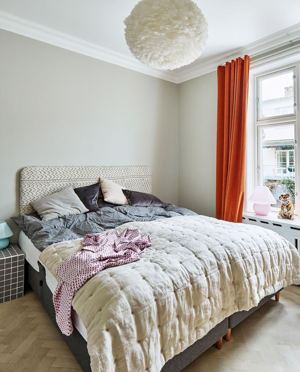 vtwonen 10-2019 | slaapkamer oranje gordijnen