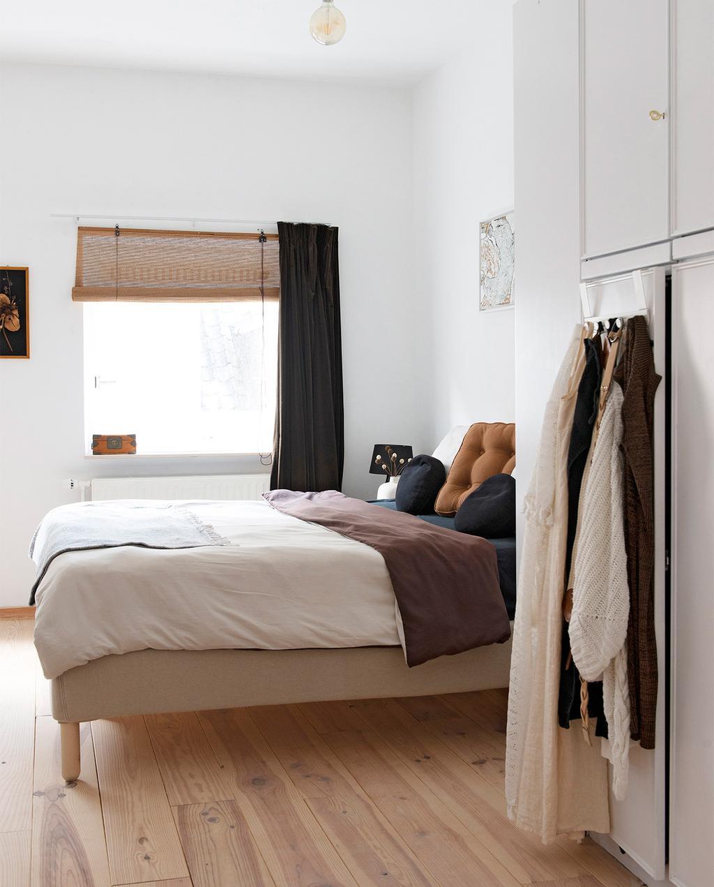 vtwonen 08-2021 | bed in de slaapkamer met bruine kleuren