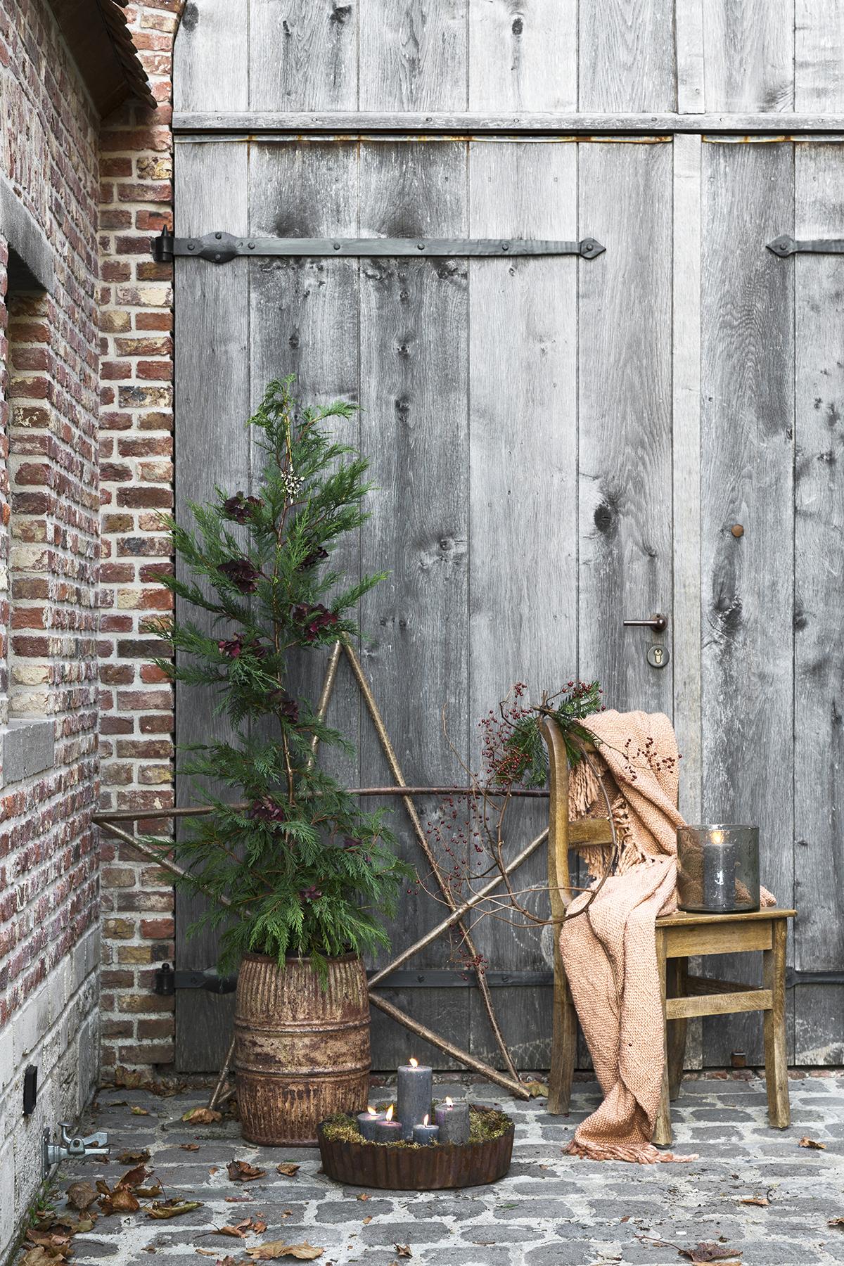 kerstboom plaatsen stoer metaal
