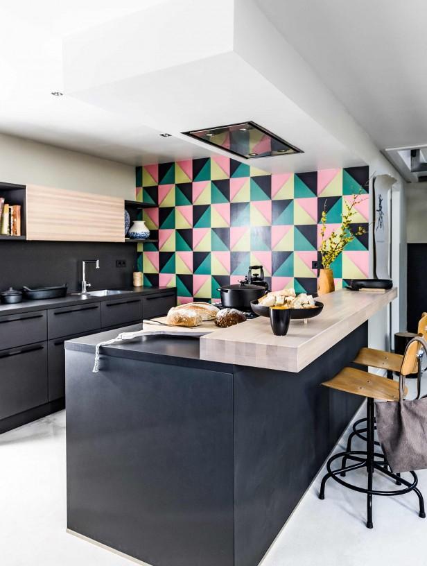 cuisine noire carrelages colorés