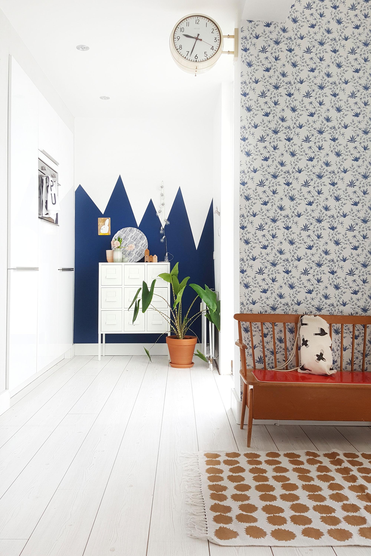 Blauwe muur in de keuken van Mamoesjka