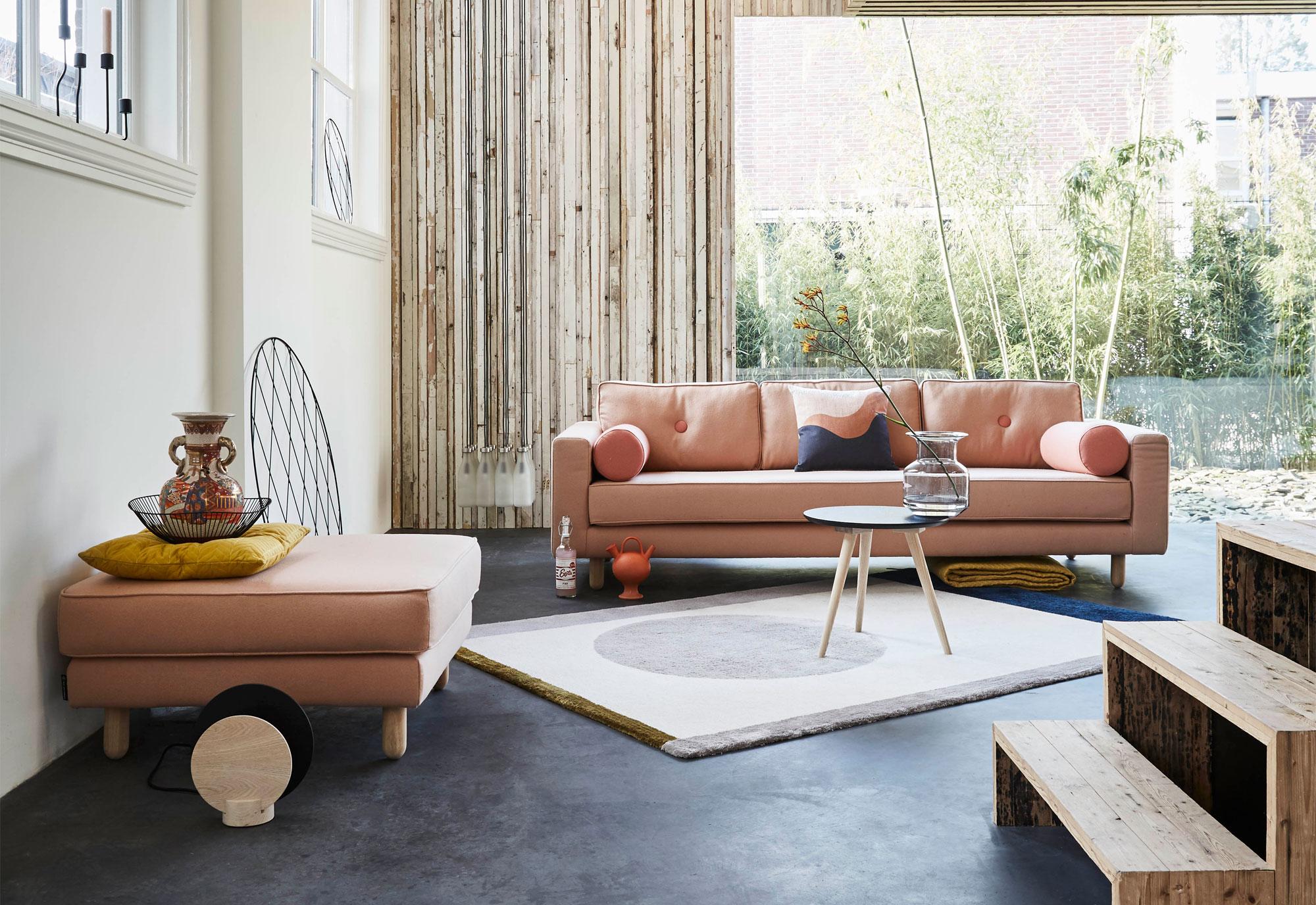 Gedurfd: roze meubels in huis
