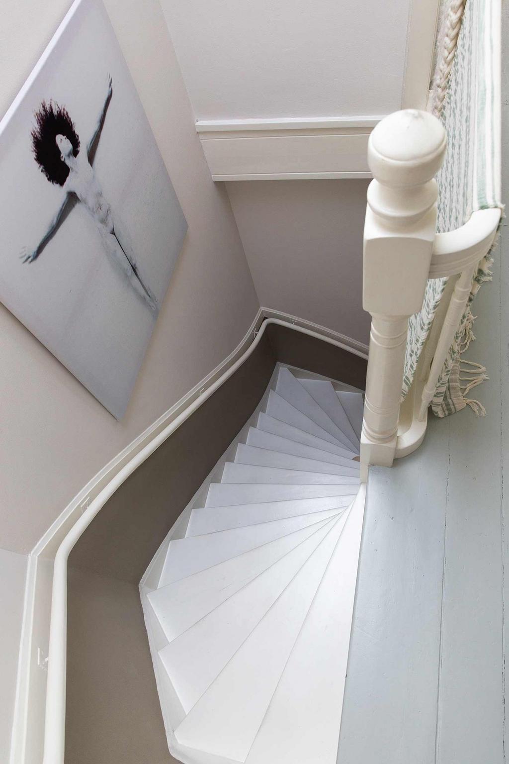 cage d escalier blanc