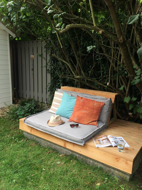 onze-zelfgemaakte-loungebank-klaar-voor-gebruik