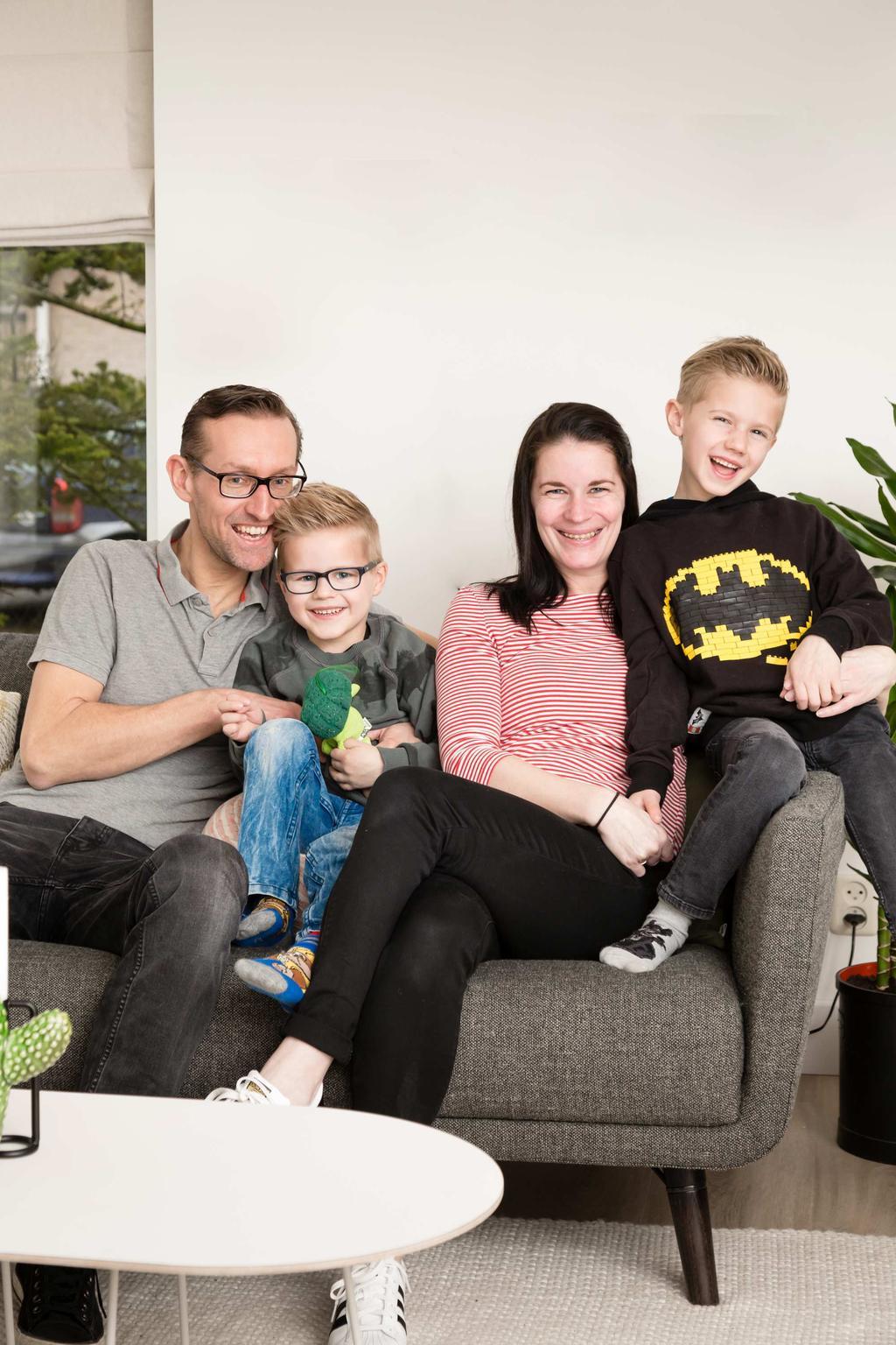Portretfoto van het gezin uit Bovenkarspel uit aflevering 7