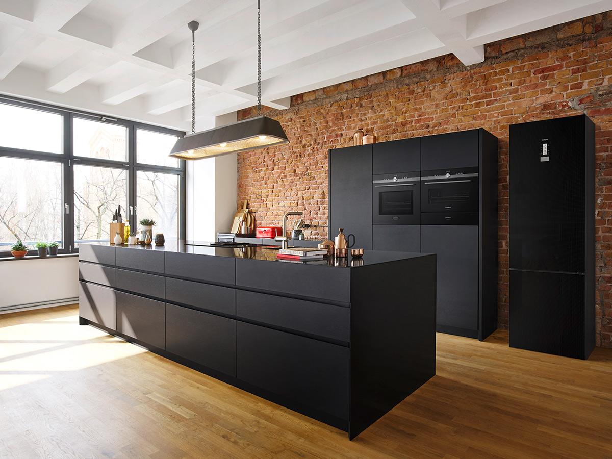 Zwarte keuken industrieel loft