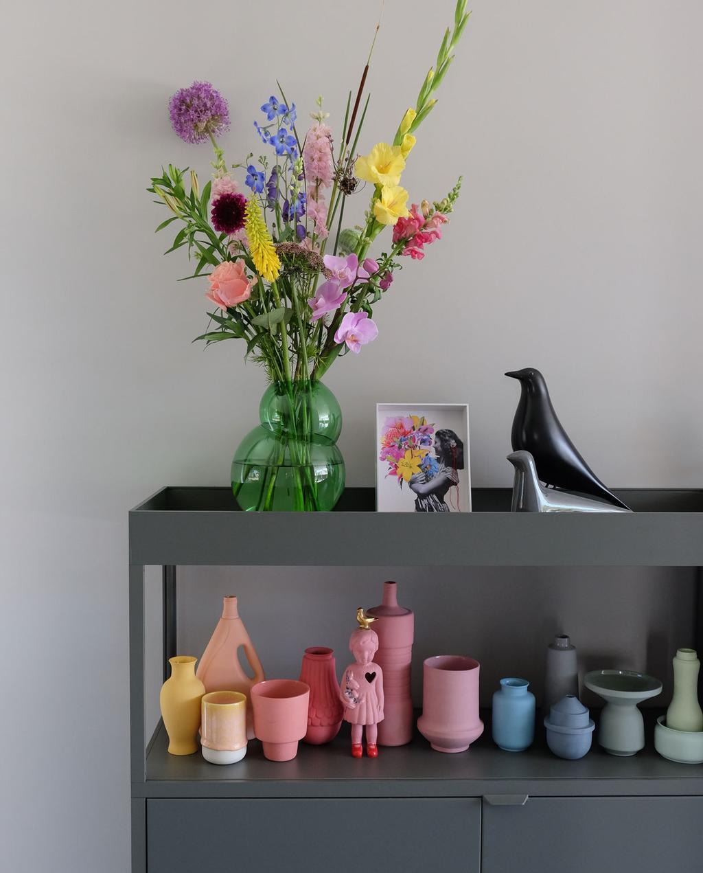 Blog PRCHTG | vtwonen | grijze trolley en vaas over Studio de Winkel