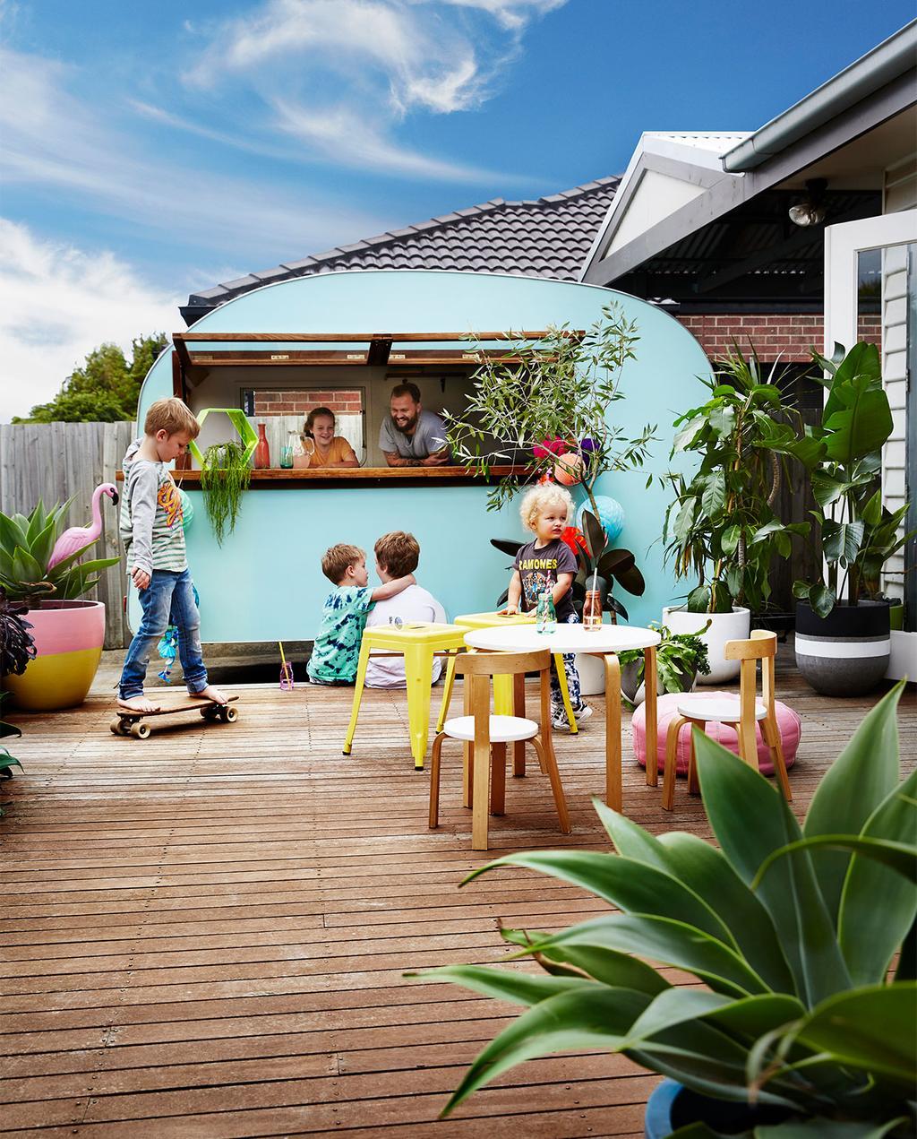 vtwonen binnenkijken special 07-2021 | blauwe caravan in Australië met de familie