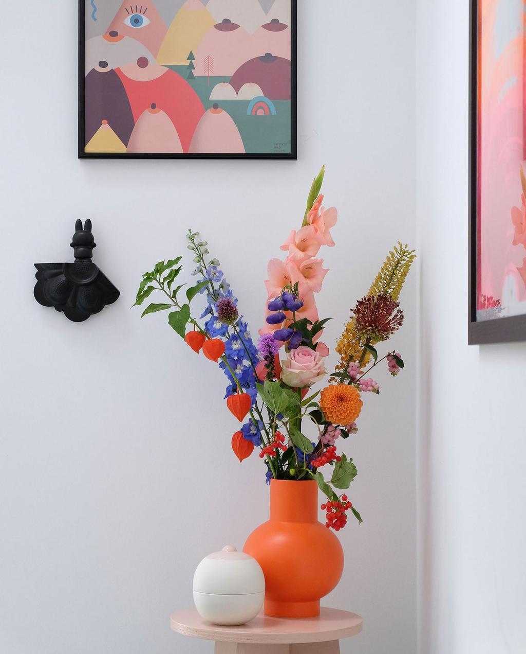 vtwonen | Blog PRCHTG Boobies oranje vaas met bloemen