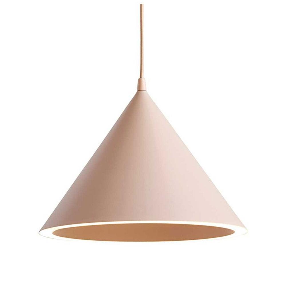 roze hanglamp in de vorm van een driehoek