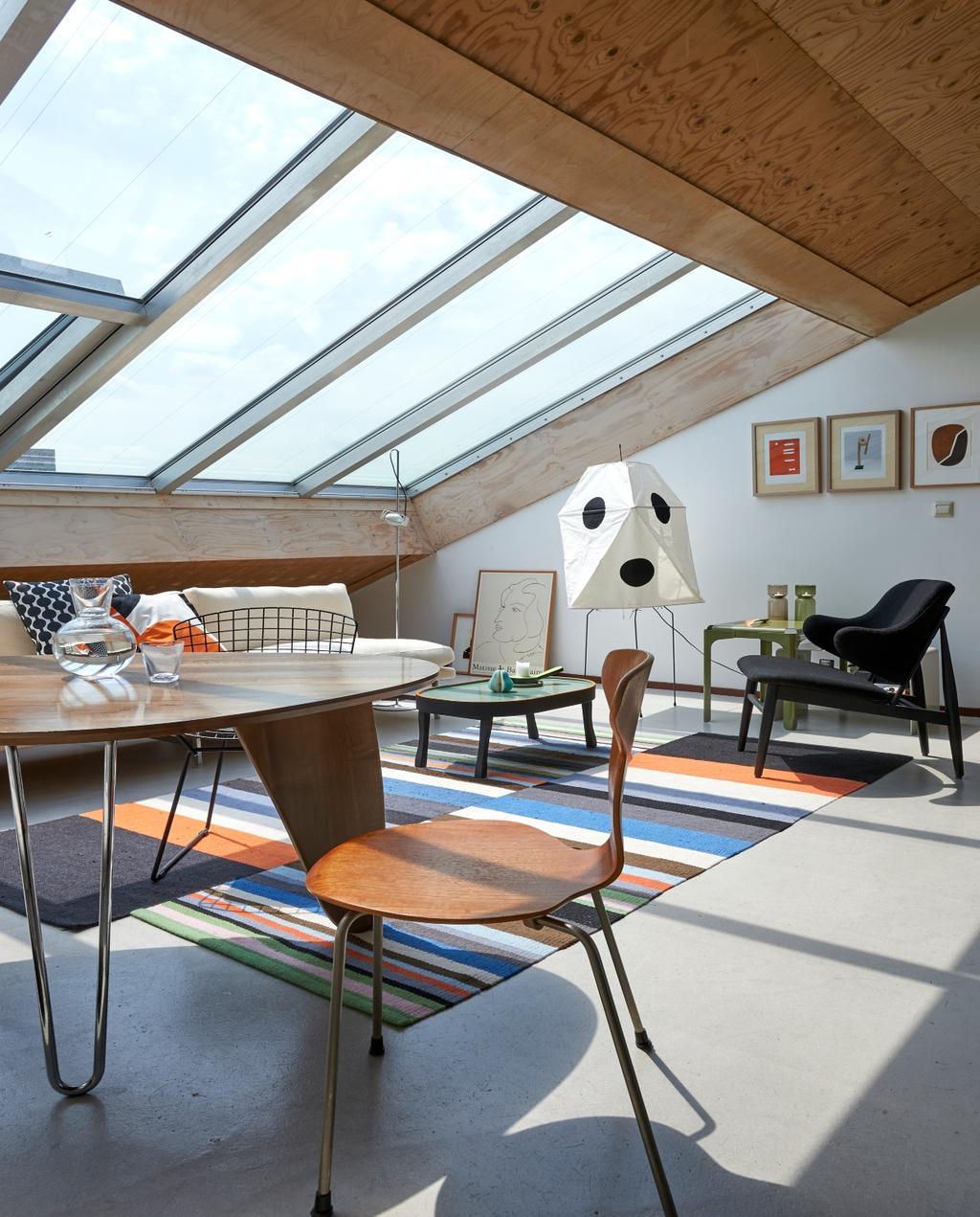 vtwonen binnenkijken 03-2020 | binnenkijken Amsterdam eetkamer met schuin dak