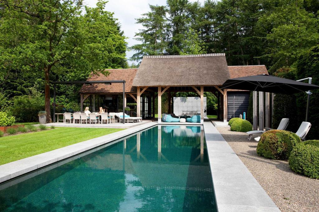 zwembad poolhouse steen